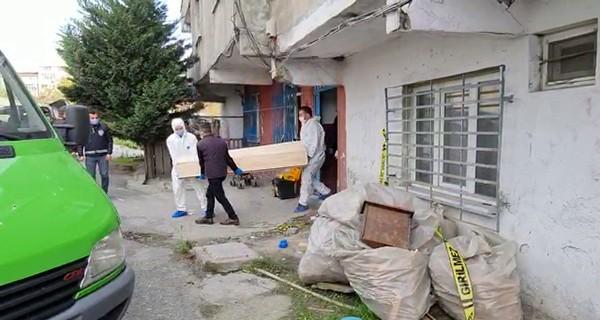 İstanbul'da gece öldürülen şahsın cansız bedeni sokağa çıkma yasağı bitince fark edildi!