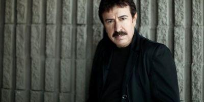 Ahmet Selçuk İlkan kimdir? Nereli, kaç yaşında? Eşi kimdir ve mesleği nedir? Ahmet Selçuk İlkan şarkıları...