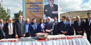 Başbakan Binali Yıldırım memleketinde aşure ikramı
