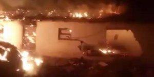 Gelibolu'da 2 ev, 1 ağıl yandı