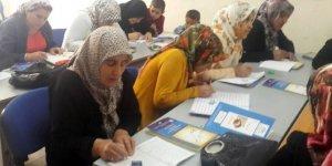Ergani'de okuma-yazma bilmeyen 3 bin kişiye kurs