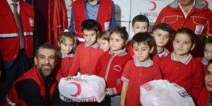 Türk Kızılayı'ndan 2 bin öğrenciye 6 bin çeşit hediye