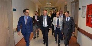 Vali Atik, yaralı askerleri hastanede ziyaret etti