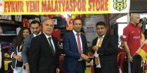 Evkur Yeni Malatyaspor'un Ankara Malatya Tanıtım Günleri'ndeki standında 17 bin 33 TL'lik satış yapıldı