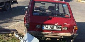 Otomobil hasta taşıyan ambulansla çarpıştı: 4 yaralı
