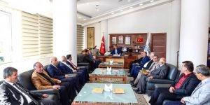 Belediye Başkanı Ahmet Çakır muhtarlarla buluştu