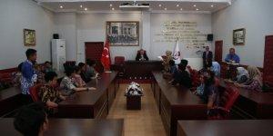 Başkan Kesimoğlu Endonezya'li öğrencileri makamında ağırladı