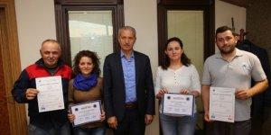 Kursiyerler, sertifikalarını Başkan Dişli'nin elinden aldı