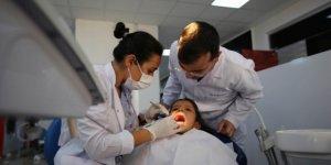 Sevgi Evlerinde kalan çocuklara diş taraması