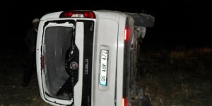Kamyonet şarampole devrildi: 3 yaralı