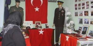 Şehit pilotun annesi oğlunun eşyalarından anı odası oluşturdu