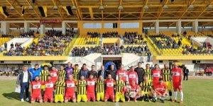 Veteran futbolcular Arakanlı Müslümanlar için sahaya çıktı