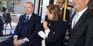 Cumhurbaşkanı Erdoğan elektrikli otobüsle Mabeyn Köşkü'ne gitti
