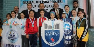 Yüzme şampiyonası grup müsabakaları İskenderun'da başladı