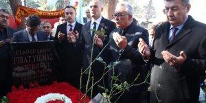 Üniversitede öldürülen ülkücü Fırat Çakıroğlu mezarı başında anıldı