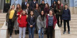 Kız öğrencilere danışmanlık hizmeti