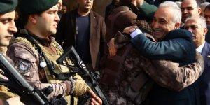 Bakan Fakıbaba Afrin'e giden PÖH'leri sarılarak uğurladı