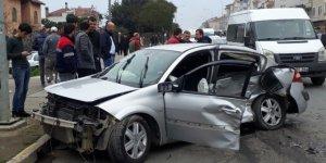 Ünye'de 2 otomobil çarpıştı: 3 yaralı