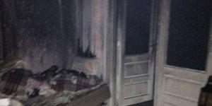 Evi yanan alzheimer hastası adamı yoldan geçen iki genç diri diri yanmaktan kurtardı