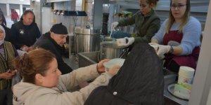 Efeler Belediyesinin pazarcı esnafına çorba ikramı memnuniyetle karşılanıyor