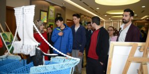Tuzla'da Anne Çocuk Eğitim Merkezi El Emeği Ürünlerini Sergiledi