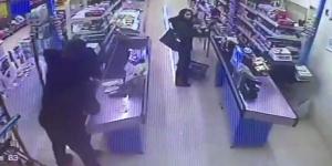 Pendik'te Bir Markette Bıçaklı Gasp: Fail 10dk İçinde Yakalandı!