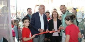Başkan Dingil, öğrencilerin resim sergisini açtı