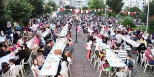 Tuzla'da 5 bin kişilik iftar düzenlendi