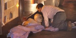 Kazada ölen oğlunu uyandırmaya çalıştı