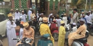 Tanzanya'da Müslümanlar bayram namazı için camileri doldurdu