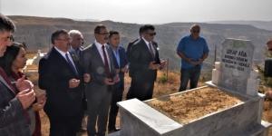 CHP'li Erol, 1. TBMM'nin vekili Diyap Ağa'nın kabrini ziyaret etti