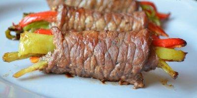 Sebzeli tavuk biftek sarma nasıl yapılır? Gelinim Mutfakta sebzeli tavuk sarma tarifi