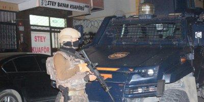 İstanbul'da gece yarısı eş zamanlı terör operasyonu! Örgütsel dökümanlar ele geçirildi