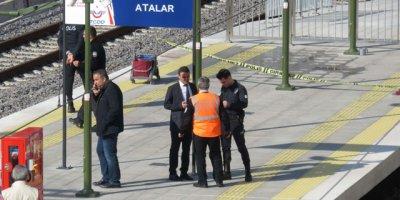 Marmaray'da feci kaza! Raylara düştü