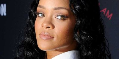 Rihanna yine rahat durmadı! İç çamaşırsız galaya katıldı