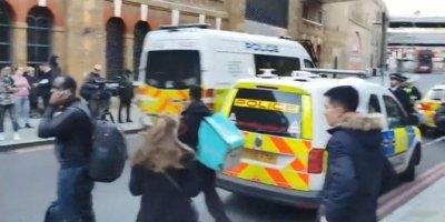 Londra Köprüsü'nde bıçaklı kavga, polis ateş açtı: 1 ölü, 5 yaralı