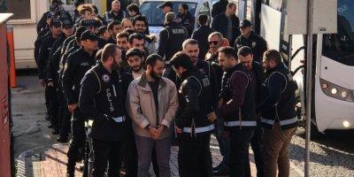 Kocaeli'deki FETÖ operasyonunda yakalanan 28 şüpheliden 18'i adliyede