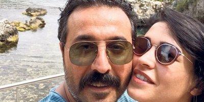 Mustafa Üstündağ ile Ecem Özkaya boşandı!