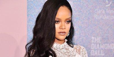 Rihanna'dan 14 Şubat için özel pozlar