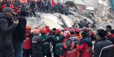 Elazığ'da enkaz altından çıkarılan 12 yaşındaki Miraç, hayatını kaybetti