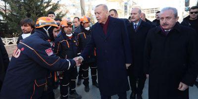 Erdoğan, deprem bölgesinde incelemelerde bulundu
