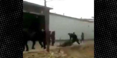 Çin'de koronavirüs tedavisi olan kişiyi tekme tokat dövdüler