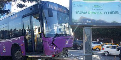 Ataşehir'de kaza yapan otobüs havada asılı kaldı
