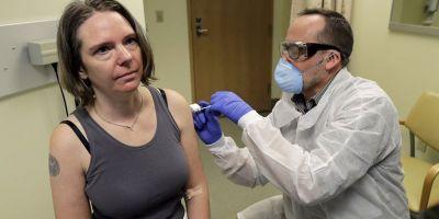 Koronavirüs'te bir ilk yaşandı! İlk aşı denemesi kameralar önünde yapıldı