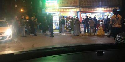 Sokağa çıkma yasağı nedeniyle İstanbul'da kuyruklar oluştu