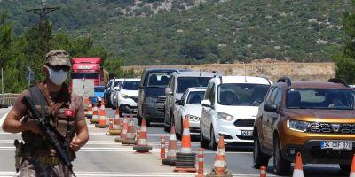 Tatilciler Bodrum'a akın etti! 10 bin araç şehre giriş yaptı