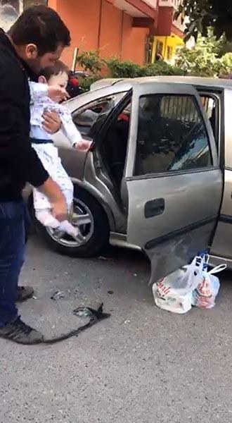 2 Yaşındaki Çocuk Kendini Otomobile Kitleyip Çalıştırmak İstedi