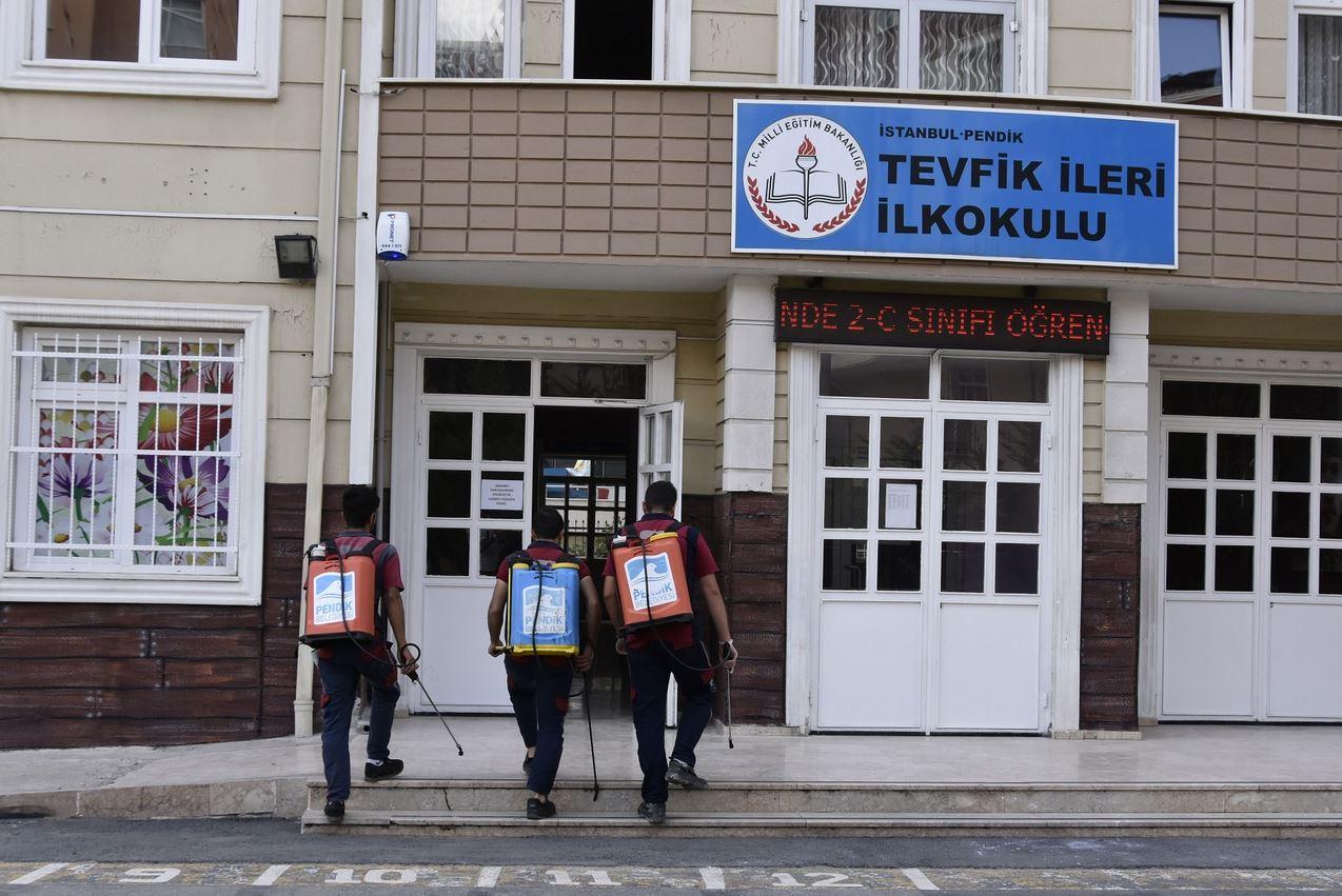 İstanbul Pendik'teki okullar yeni dönem için temizlendi!