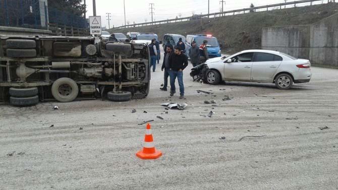 Kamyonla otomobilin çarpıştığı kazada 1 kişi yaralandı