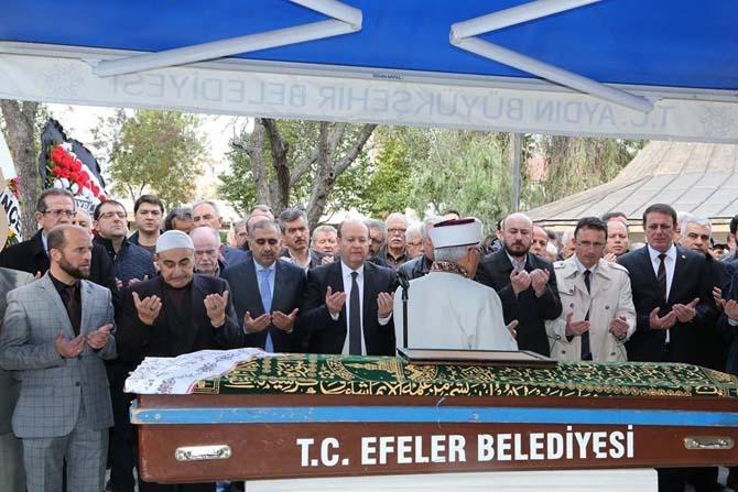 Başkan Özakcan'ın kayınvalidesi son yolculuğuna uğurlandı